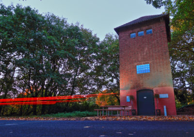 Turm in Blau Lichtillumination