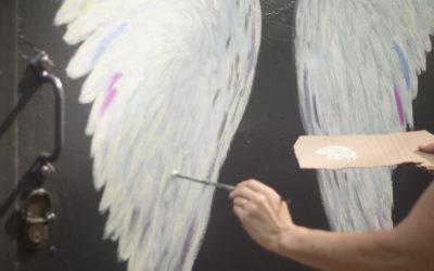 """Street-Art-Kunstaktion """"Alltags-Engel"""" an der Turmstation Bricht"""